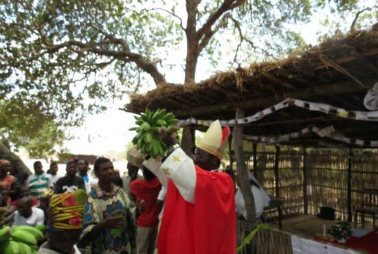 Crisma na Paróquia Santa Rita Caramaja- Zona de Peione - Moçambique - 5.10.2014
