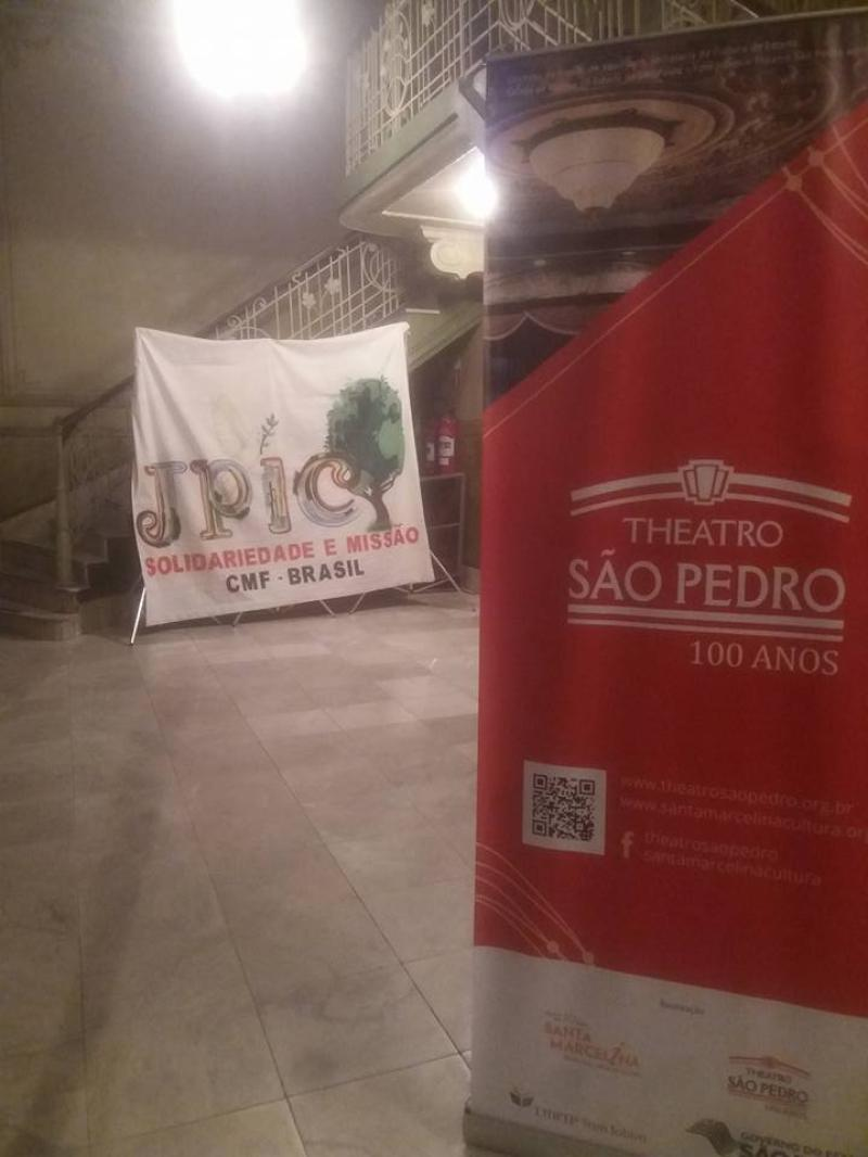 Crianças das Obras Sociais Claretianas se apresentam no Teatro São Pedro