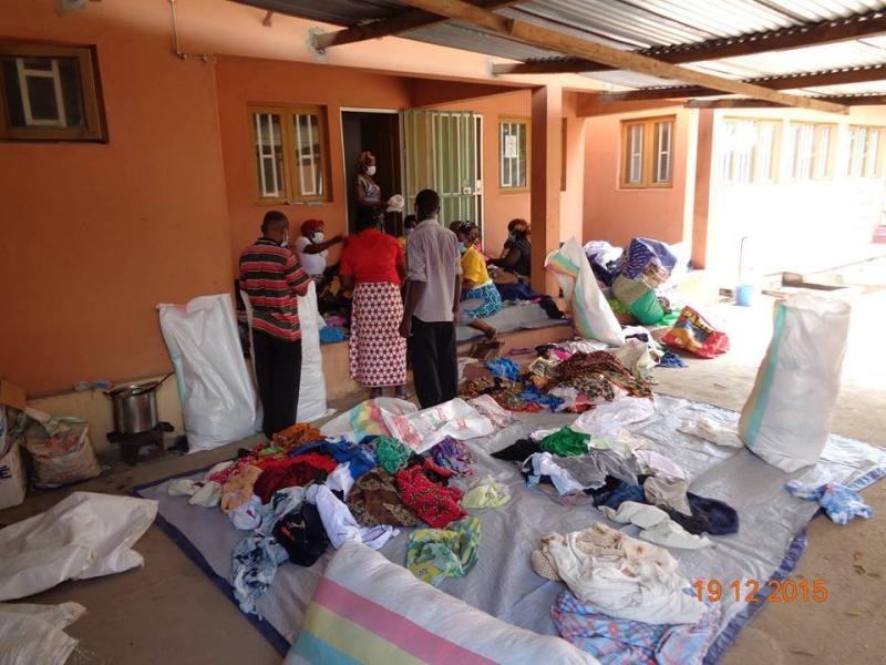Doação de Roupas em Moçambique - Natal de 2015